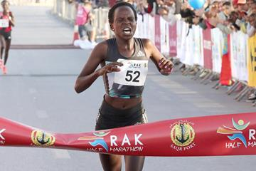 Peres Jepchirchir wins the RAK Half Marathon in a world record (Victah Sailer / organisers)