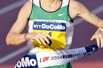 Bruna Genovese (ITA)  - 2:26:34 - wins the 2004 Tokyo Women's Marathon (AFP / Getty Images)