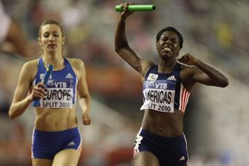 Christine Amertil of Team Americas holds off Team Europe to secure victory in the 4x400m relay in Split (IAAF.org)