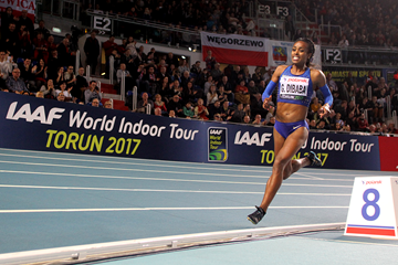 Genzebe Dibaba on her way to winning the 1500m at the IAAF World Indoor Tour meeting in Torun (Jean-Pierre Durand)