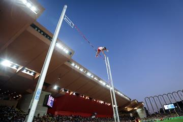 Renaud Lavillenie in the pole vault at the Diamond League meeting in Monaco (AFP / Getty Images)