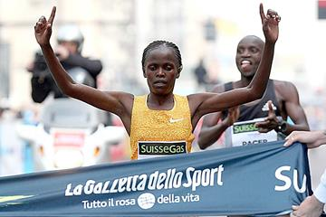 Brigid Kosgei wins the 2016 Milan Marathon (Giancarlo Colombo)