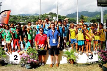 President of French Polynesia Athletics Titaua Maurin-Juventin and IAAF Vice President Sebastian Coe assist the IAAF Kids' Athletics programme in Papeete (OAA)