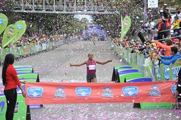 Belaynesh Oljira winning the 2014 Carrera de la Mujer in Bogota (organisers)