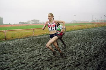 Paula Radcliffe en route to victory in the long course race at the 2001 World Cross Country Championships (Getty Images)