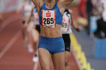 Tetyana Petlyuk winning the 800m at the 2006 Sparkassen Cup (Bongarts)