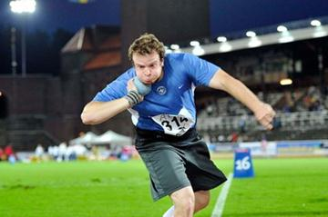 Leif Arrhenius taking the Swedish Shot Put title in Stockholm (Anders Sjogren / DECA Text&Bild)