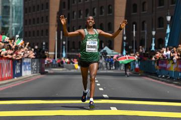 Alphonce Felix Simbu takes the bronze medal for Tanzania in the men's marathon at the IAAF World Championships London 2017 (Getty)