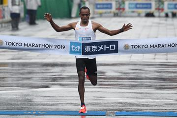 Birhanu Legese wins the Tokyo Marathon (AFP / Getty Images)