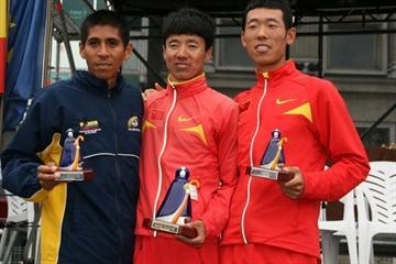 La Coruña men's podium - runner-up Luis Fernando López from Colombia, winner Yafei Zhu and Hao Wang of China (Luis Francisco Gómez Fiaño)