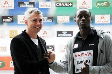 Jonathan Edwards and Teddy Tamgho meet in Paris, 9 June 2009 (DPPI/ Phillippe Millereau)