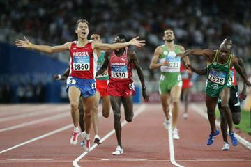 Yuriy Borzakovskiy of Russia wins the men's 800m (Getty Images)