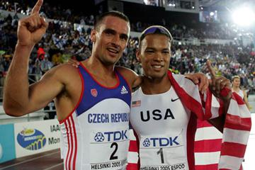 Roman Sebrle and Bryan Clay after the men's Decathlon (Getty Images)
