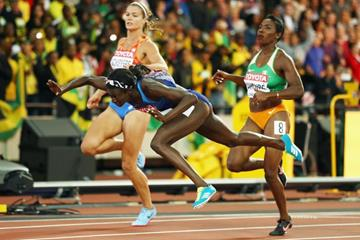 Tori Bowie tumbles at the line in the finish of the 100m at the IAAF World Championships London 2017 (Getty Images)