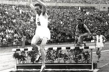 Hungarian steeplechaser Sandor Rozsnyoi ()