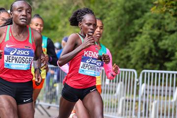 Peres Jepchirchir and Joyciline Jepkosgei lead the World Athletics Half Marathon Championships Gdynia 2020 (Dan Vernon)