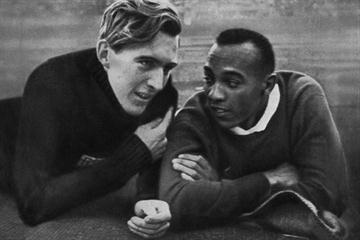 Jesse Owens (R) and Luz Long (L) chat together in the Berlin stadium 1 August 1936 during the Olympic Games (AFP / Getty Images)