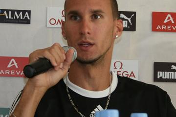Jeremy Wariner at the pre-meet press conference in Paris (Bob Ramsak)