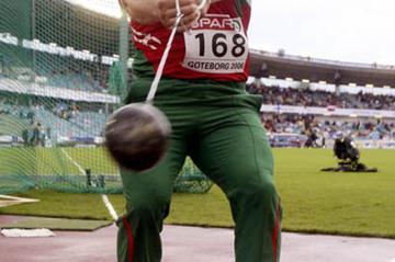 Ivan Tikhon unleashes his 81.11 throw to take European gold in Gothenburg (Bongarts)