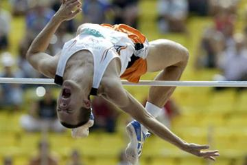 Stefan Holm of Sweden clears 2.33m to win the World Athletics Final (Getty Images)