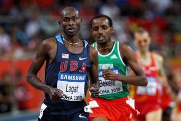 Soon to be crowned Bernard Lagat (USA) leads defending champion Tariku Bekele (ETH) in the 3000m final in Doha (Getty Images)