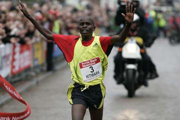 Sammy Kitwara prevails in The Hague at the City-Pier-City, 14 March 2009 (Jiro Mochizuki/Agence shot)