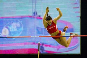 Yelena Isinbayeva of Russia sets a new Pole Vault World record in Budapest (Getty Images)
