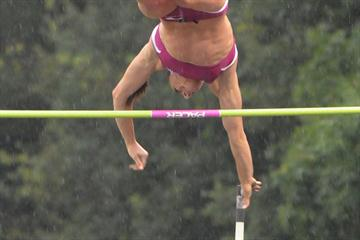Yelena Isinbayeva in very rainy Heusden (Nadia Verhoft)