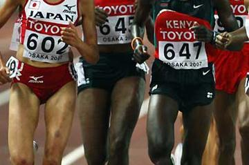 Osaka 10,000m - (L-R) Kayoko Fukushi of Japan, Evelyne Wambui Nganga of Kenya, Philes Ongori of Kenya, (Getty Images)