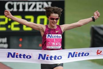 Ukraine's Tetiana Gamera-Shmyrko winning the 2015 Osaka Women's Marathon (Takeo Yamaguchi - Agence SHOT)