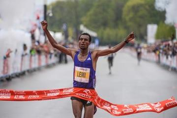 Hayle Lemi Berhanu wins the 2015 Warsaw Marathon (organisers)