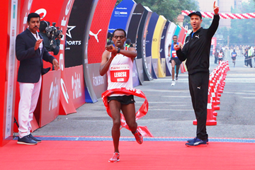 Birhanu Legese wins the Delhi Half Marathon (Organisers / Procam International)