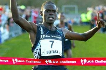 Moses Kipsiro winning in Belfast (Mark Shearman)