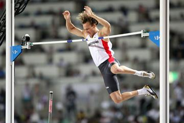 Tim Lobinger of Germany in action during the Men's Pole Vault Final (Getty Images)