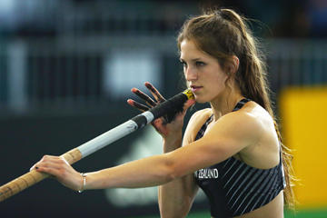 Eliza McCartney of New Zealand in the pole vault at the IAAF World Indoor Championships Portland 2016 (Getty Images)