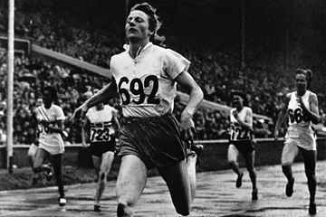 Fanny Blankers-Koen running at the 1948 London Olympics (Getty Images)