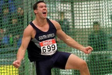 South Africa's Hannes Hopley in the discus throw (© Allsport)