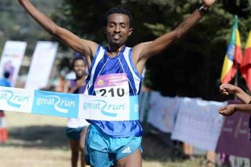 Azmeraw Bekele wins the Great Ethiopian Run (Jiro Mochizuki)