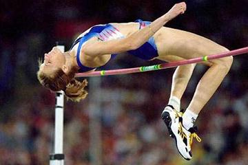 Yelena Yelesina (RUS) jumps for Olympic gold in Sydney (Getty Images)