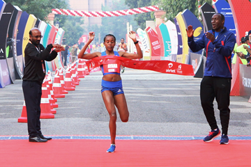 Almaz Ayana wins the Delhi Half Marathon (Organisers / Procam International)