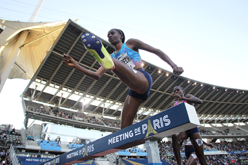Beatrice Chepkoech on her way to winning the steeplechase at the IAAF Diamond League meeting in Paris (Jean-Pierre Durand)