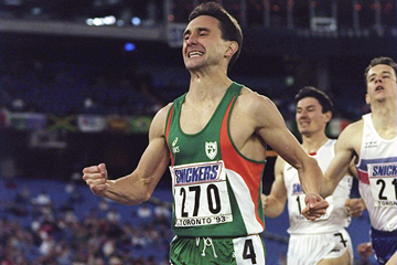Marcus O'Sullivan wins the 1500m at the 1993 IAAF World Indoor Championships in Toronto (Getty Images)