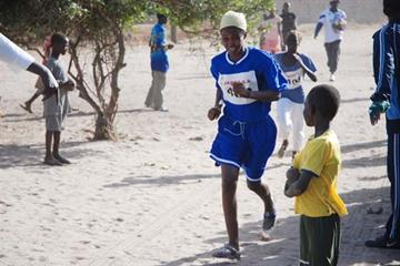 Girls cross country race at the CISA Kids' 2009 event in Sangalkam (JAPPO)