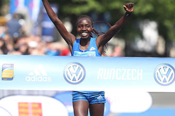 Valary Aiyabei wins the Prague Marathon (Giancarlo Colombo / organisers)
