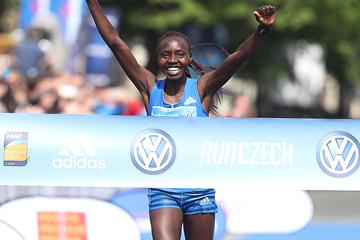 Valary Aiyabei wins the Prague Marathon (Giancarlo Colombo / organisers)