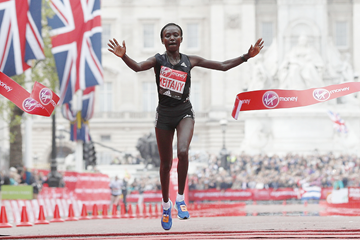 Mary Keitany wins the London Marathon (AFP / Getty Images)