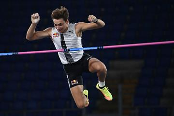 Mondo Duplantis clears 6.15m at the Wanda Diamond League meeting in Rome (AFP / Getty Images)