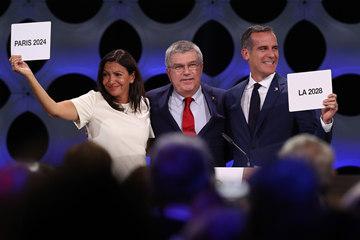 Paris Mayor Anne Hidalgo, IOC President Thomas Bach and Los Angeles Mayor Eric Garcetti at the IOC Session in Lima (Getty Images)