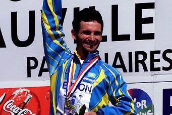 Sergey Korepanov with his gold medal (© Allsport)