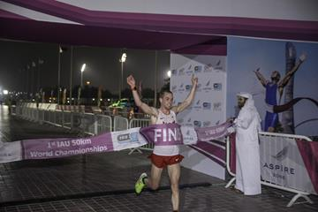 Tony Migliozzi winning at the 2015 IAU 50km World Championships (IAU)